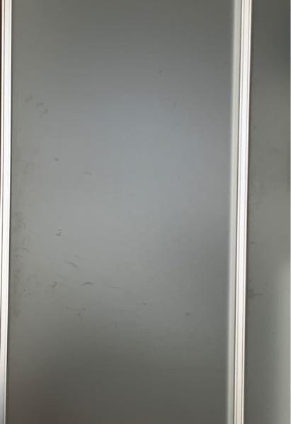 こういうドアの手垢の汚れを取るにはどうしたらいいのでしょうか 掃除の方法のアドバイスお願いします