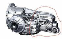トランスミッションの分解について。 とあるセンサー部品の交換の為にDSGトランスミッションのハウジングを分割する必要があります。 ところが、ケースを閉じているボルトを全て外してフリーな状態にしても、どうしてもケースが分割出来ませんでした。 合わせ面からオイルが染み出す程度には動くのですが、どうしても開きません。 木と樹脂ハンマーで叩いています。 合わせ面に何かを叩き込んだりはしていません。 ...