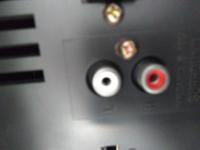 写真はスピーカー端子です。 スピーカーケーブルに繋げる赤白の端子はありますか? ない場合、他にどの様な方法でケーブル作ればいいでしょうか。