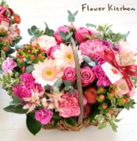 母親に母の日にほしいものを聞いたところ 置ける花だそうです。 好きな女性が花が欲しいというのであればかまわないのですが それが母親となると、ちょっと気持ち悪いと思ってしまい贈りたくないと思ってしまいます。 おかしいでしょうか?