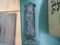 この花瓶?のブランド(信楽焼みたいな)を教えてほしいです。 まんなかの部分に漢字で『天』と書いてあります 花瓶じゃなかったらすみません…