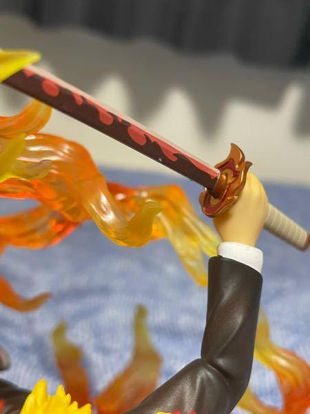 フィギュアーツZERO 煉獄杏寿郎のフィギュアを買ったのですが、日輪刀に塗装の欠け?みたいなのがあったのですが擦っても取れません、これは許容範囲ですか? また、何か治す方法があれば教えて頂きたいです。