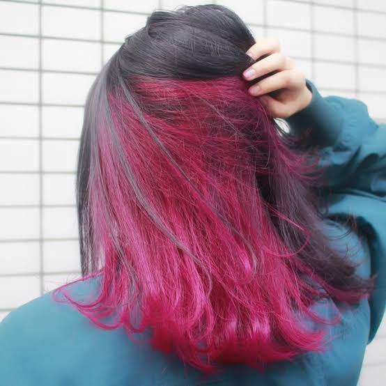 こんな感じのピンクをインナーカラーに入れてみたいのですが、ブリーチは1回で足りますか?あと、色持ちはどれくらいなのでしょうか?また、色を出来るだけ持たせる方法はありますか?初めてなので教えていただける と嬉しいです! ちなみにまだ髪を染めたりしたことはないので髪色は黒です。パーマとかもかけたことはありません。長さは肩くらいです。