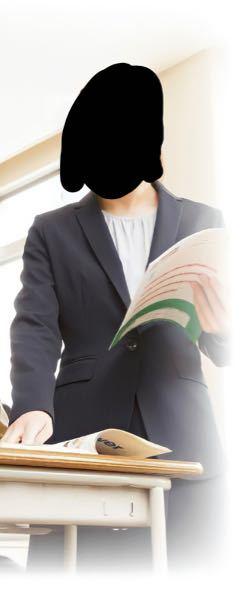 この写真の服についてです。 スーツの下に着ている服ってなんて名前の服ですか? わかる方いたら教えて欲しいです