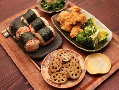 シャケのおにぎりより好きな食べ物は何ですか?