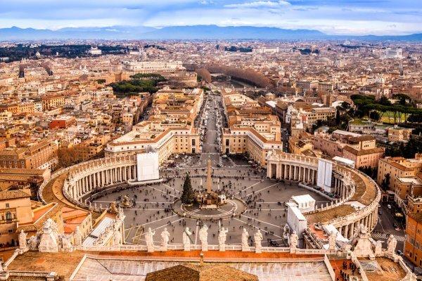 この写真ってローマですか?? また、具体的な名前があれば教えてください。