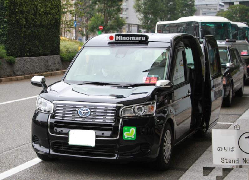 日本全国で法人のタクシー乗務員をされている方にお伺いをいたします。 ・ みなさんの会社で導入されているジャパンタクシーですが、一番距離を走っている JPN TAXI の ODO メーターはどのくらいでしょうか。 ・ 東京の私の会社では最も走っているのは、28万キロ台でございます。