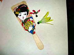 むかーし、お正月に遊んだ羽根つきは、そんなにラリーが続かなかった記憶があります。 皆さんはどうでしたか? スミを塗ったりもしましたか?