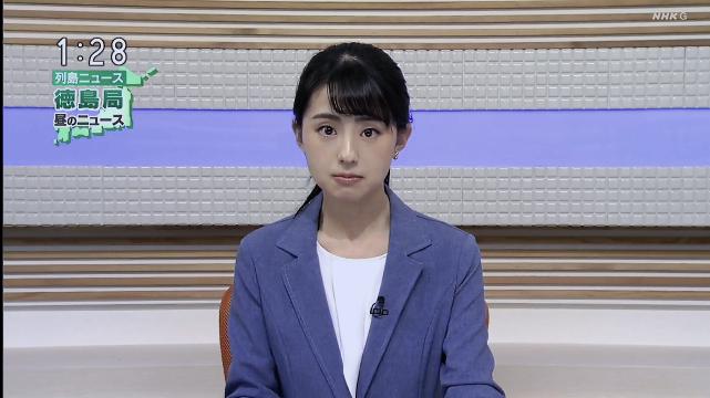 NHK徳島放送局にいるこの画像のアナウンサーの女性の名前って分かりますか?こないだ平日のお昼再放送の朝ドラが終わって1時のニュースがあった後にやっている『列島ニュース』という番組で見たんですが、なんか小動 物みたいな可愛い顔の子だなと思って見てました。
