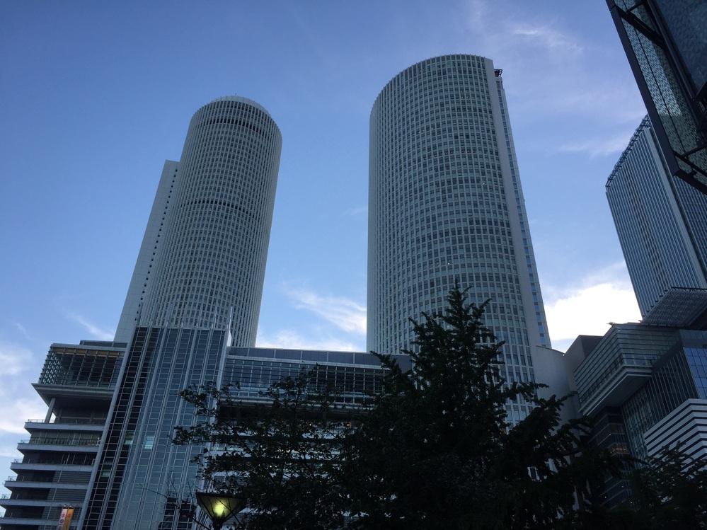 先日仕事の帰りに名駅で「名駅がこの程度じゃ名古屋って大したことねえな! 」と言っている人がいましたが、この人は何を基準にして大したことないと言っていたのでしょうか? 私は北は仙台から南は鹿児島まで北海道を除く日本の主要都市には一通り行って来ましたが、名駅以上の繁華街は東京、大阪以外は見つかりませんでした。