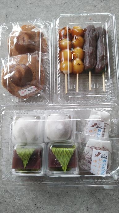 洋菓子もいいけど和菓子もいいよね。 みなさんどれ食べたい?