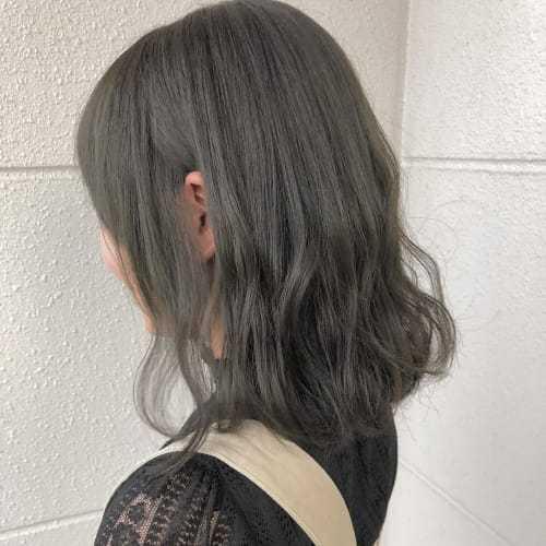 アルバイトの面接についてです。 髪が明るかったため、暗く染め直したら 画像に等しく近い色になってしまいました。 この髪色は大丈夫なのでしょうか........?