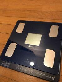 この体重計で体脂肪率を図る方法を教えてください。