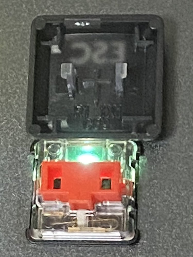 キーボードのキーキャップを自作しようと思っています。 型を取りたいので、お勧めのシリコンを教えてください。 ※ネットで型を買うか悩んだのですが、キーの裏面が画像のようになっていて、合う型がありま...