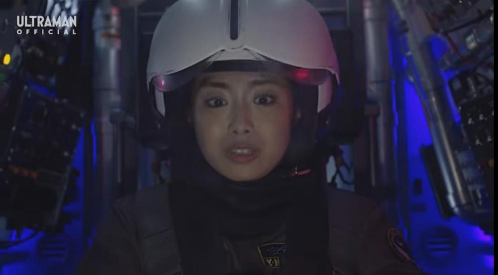 アニメや特撮作品の中で「マシン・ロボが敵の攻撃を受け、搭乗する人物が命の危機に瀕する」と聞き、思い浮かべるのは何ですか? 下記は『ペギラが吐く冷凍ガスをもろに浴び、ウィンダムのコックピット内部が急速に冷え込んで凍死の危機に陥るヨーコ』です。