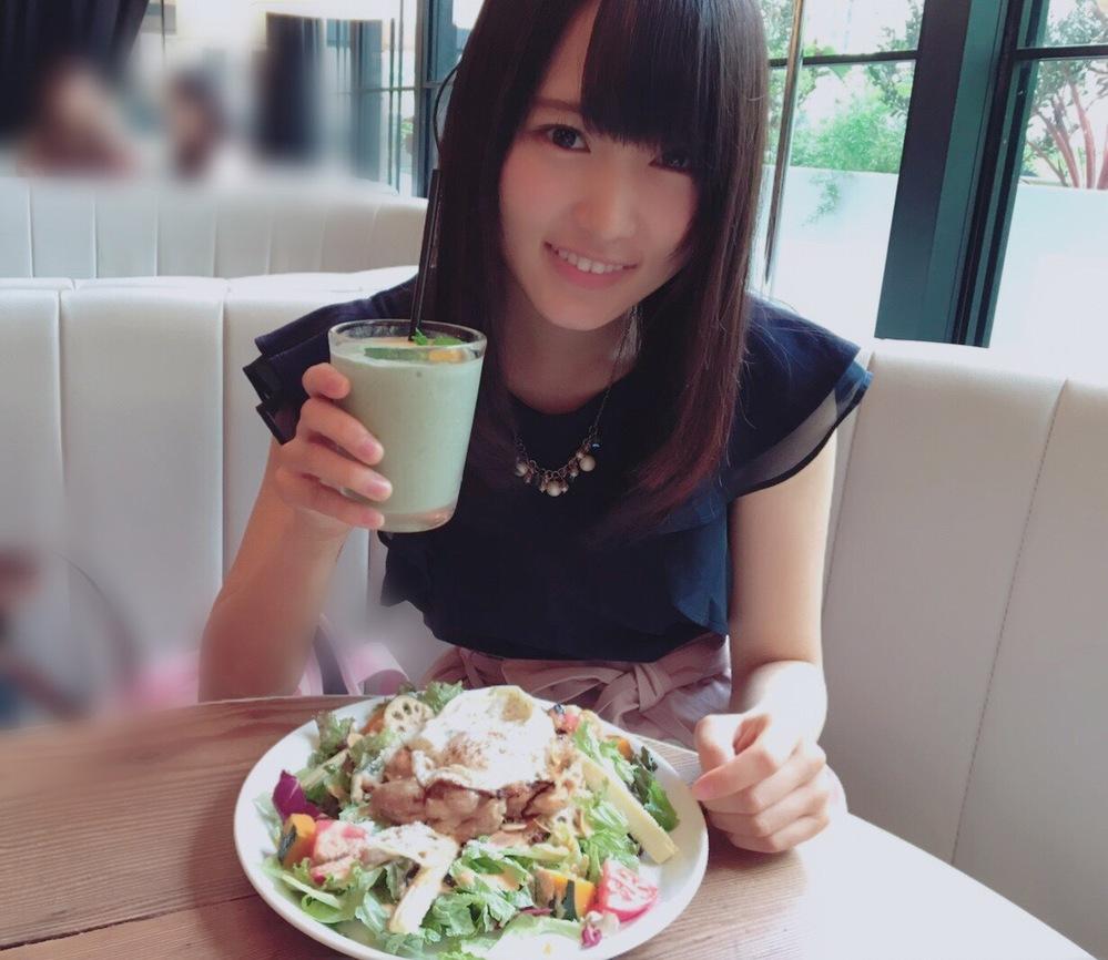 こんな感じで菅井友香と食事やデートしているような画像がありましたらたくさん貼って頂けますでしょうか?