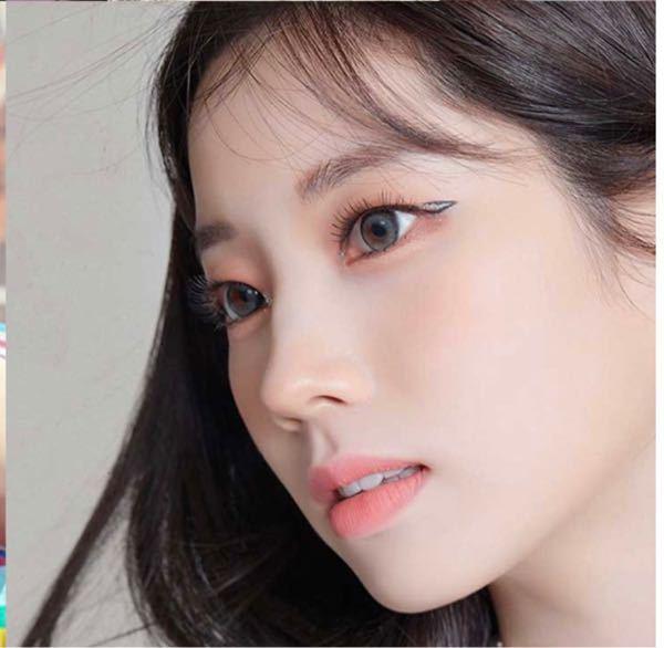 韓国コスメ この写真のリップに近い色味の商品知っている方いらっしゃいませんか? マット(もしくはマットよりなセミマット)な仕上がりのものを探しています! 韓国コスメでも、日本のものでも構いません!