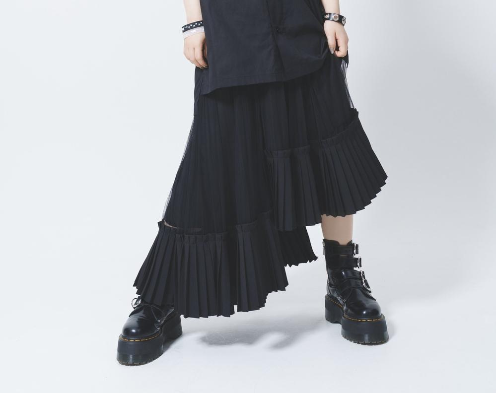 ReoNaさんが着ていらっしゃる、こちらの黒いスカートがどちらのメーカーのものかわかる方はいらっしゃいますでしょうか?