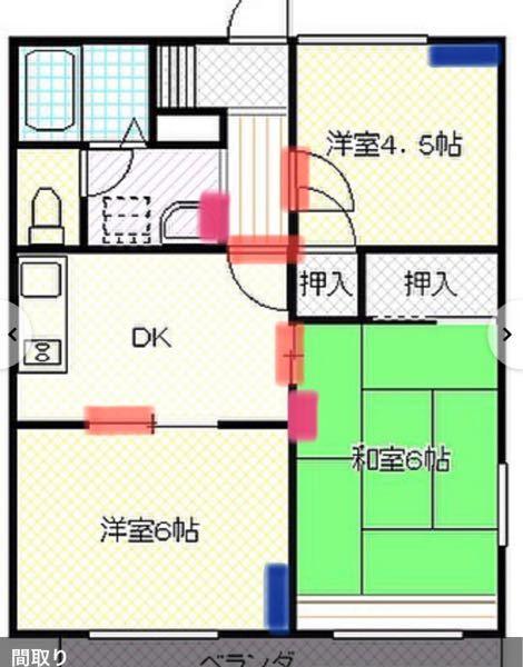 空調関係(主に冷房)などに詳しい方に教えて欲しいです。写真は間取りです。【青い印】はエアコンを設置場所で、【ピンクの印】は壁掛けタイプの扇風機の設置場所で、【赤い印】それぞれ襖やガラス戸やドアですが、常 に明けた状態であることを指します。 知りたいのは、2台のエアコンを設置していますが、和室やDKまで、冷風が行き届くように、扇風機などを設置したいのです。洋室6帖に設置してある扇風機は、12帖用のタイプの物であるにも関わらず、設置場所が悪く、洋室6帖しか冷えてくれません。DKはめちゃくちゃ暑い訳ではありませんが、コンロなどを使用すると汗だくになるので、置型扇風機を使用します。でも向きを調整しないと、コンロの火が風に煽られるので、あまり涼めません。脱衣場などは、洋室4.5帖のエアコンの風向きを左側に設定すると、少しは冷えてくれます。 そして一番の問題は和室なんです。窓の外にはすだれを。壁掛け扇風機はフル回転。それでも蒸し風呂状態になります。ですので、本来の私の寝室は和室なのですが、夏場は眠れず、洋室6帖に雑魚寝するしかありません…。 洋室6帖のエアコンは、元々は8帖用のエアコンでしたが、設置から年数が経過していた事もあり、オーナー負担で新しく付け替えてくれたのですが、その際に業者さんが、8帖用では事足りないことと、アパートのベランダが南向きで、間取り図に表示がありませんが、洋室6帖には西向きの窓もある為、西日も差し込み、二階なので屋根に当たる直射日光のせいで、余計に部屋が暑くなると言われ、12帖用のエアコンを設置してもらったのです。 更に、ベランダの柵に日除け&目隠しですだれを付ける場合は、室外機の前は開けておくようにアドバイスももらい、実施しています。 それでもやはり、ダメなんです。業者さんに、扇風機かサーキュレーターを、この向きで設置すると、全体的に冷えると教えてもらったんですが、忘れてしまいまして…。 写真の間取り図、開けっ放しの戸、エアコンと壁掛け扇風機の設置場所などを踏まえ、何処に扇風機orサーキュレーターを置けば、和室やDKまでエアコンの冷風が届いてくれるでしょうか???