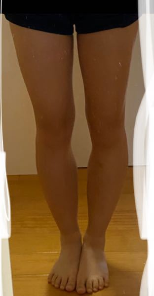 骨格なんだと思いますか? 自分ではウェーブかなと思っていました。 骨盤は広くないです。 上半身は痩せ気味です。上半身に比べて下半身はとても太いです。 ふくらはぎが特に太く、なかなか痩せず困っています。 足もすごく短いので似合う服がなかなかありません。 骨格ウェーブはガーリー系の服が似合うと書かれていたのですが、全然似合いません。