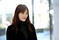 30代女優で一番勢いのある旬な女優さんは綾瀬はるかさんですか? タイミングの問題も有りますが下の同じような質問の回答数と閲覧数は綾瀬さんがダントツです。
