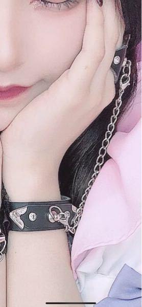 この写真のような指と手首が繋がってるブレスレット?指輪?を買いたいのですがどこに売っているでしょうか??