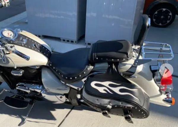 このバイクのサイドバックどこに売ってるか、知ってる方いたら、教えてください!