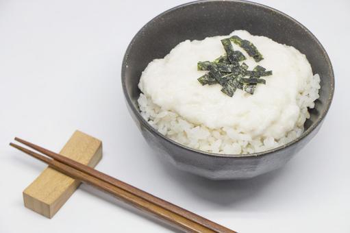 昨日、麦とろご飯の日だったんだ! 今からじゃ遅いですか? 今から麦とろご飯を食べても気分は味わえないですか? 昨日を思い出す、と思えば良いのでしょうか? 今からでも。 麦とろご飯はいつ食べたっておいしいですが。