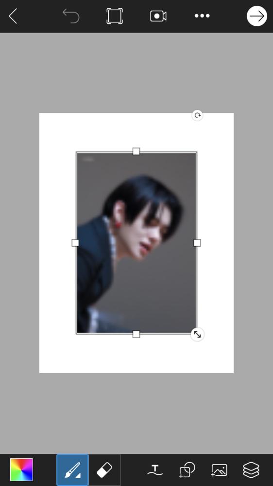【画像加工と作成画像の印刷について】 画像加工をして印刷をすると端が途切れてしまったりするので、印刷用紙(Lサイズ写真)の大きさに白画像を設定して加工したのですが、このようにボケてしまいます… この画像そのまま印刷すると途切れてしまうため、それを回避したいのですが、 そのように印刷したいものに合わせてピッタリ加工する方法とかってあるんでしょうか? また、画像のサイズが合っていないからボケてしまったと思うのですが、サイズの設定はどのように決めるのが良いでしょうか? (このサイズならボケないなど…) お手数ですが、教えて頂けるとありがたいです… よろしくお願い致します!
