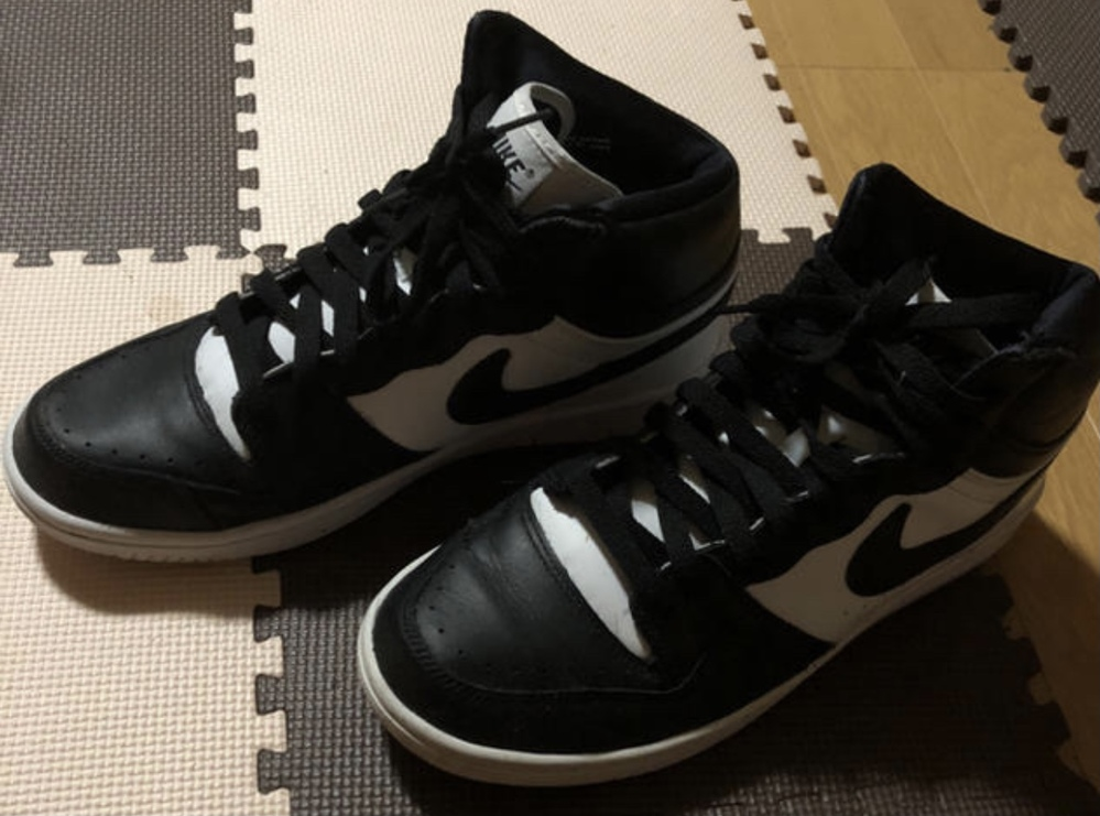 UNDERCOVERとNikeのコラボのやつらしいんですけどこれをメルカリで3,500円で売るのはもったいないんですか?靴のことよく知らないんで教えてください