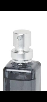 香水を買ったんですが好きな匂いではなかって、中身だけ入れ替える方法はありますか?再利用したいって、事です。瓶はこんな感じの瓶です。