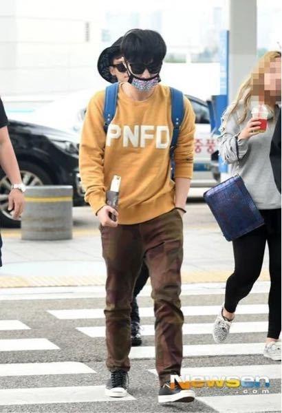 この写真の EXOのレイが着ている黄色のトップスがどこのブランドの物か、またはどこに売っているかわかる方教えてください。