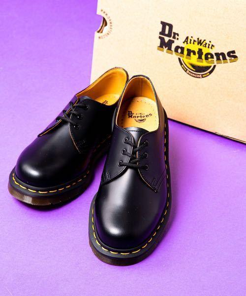革靴のケアについて詳しい方に質問です。 ドクターマーチンを買おうと思うのですが必要なケア道具一覧を教えてください。 また新しく卸した靴は履く前になにかした方が良いですか? そしてドクターマーチン...