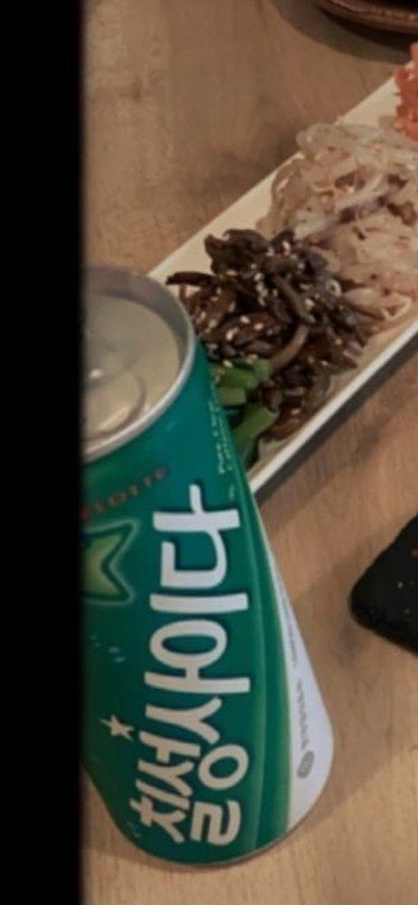 この飲み物なんですか?お店で缶ジュースの メニューとか普通あるんでしょうか?