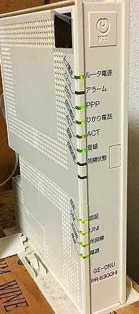 コレでは、スイッチライトにインターネット接続出来ないでしょうか? ネットワークを選んでくださいという所でたくさんのアルファベットや数字が出てくる為自分のが分かりません ついでに、やり方を教えてください (画像は拾い画ですが、我が家のと似たモノです。)