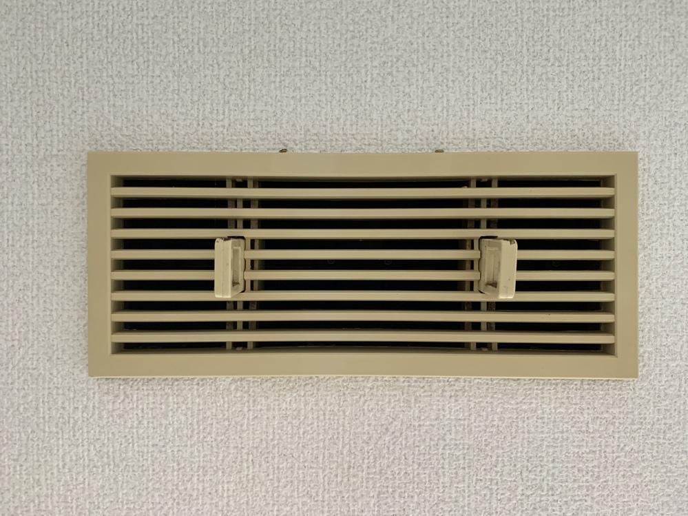 エアコンの穴開けの横にあるんですが分かる方いませんか?