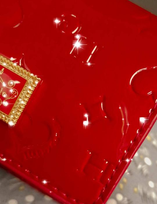 この赤い財布ってどこのものか分かりますか? 教えていただきたいです ♀️