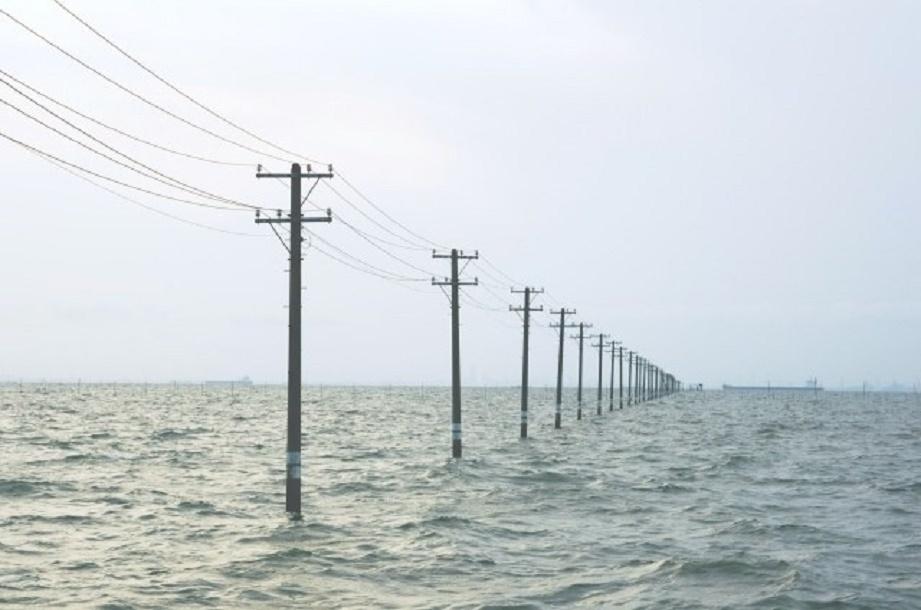 福島県で発電された電力を九州地方まで送電をするとおおよそどのくらいの送電ロスが発生するのでしょうか。 ・ あくまでもアバウトなところでよいので、ご存じの方がいらっしゃれば教えていただければと思います。