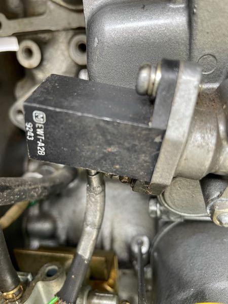 ディーゼルエンジンに詳しい方 教えて頂きたいのですが3気筒エンジンですが噴射ポンプに付いているマッチ箱ぐらいの黒いプラスチックは何でしょうか?電気の線が3本入っているのですが これが駄目になるとどうな るのでしょうか?
