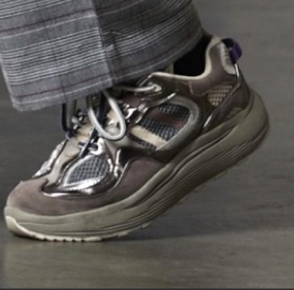この靴なんて靴かわかりますか?