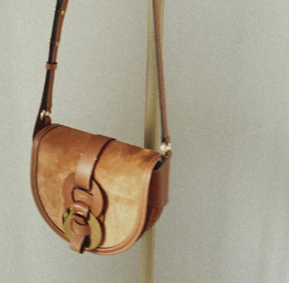 こちらのバッグどこのブランドかご存知の方いらっしゃいますか?