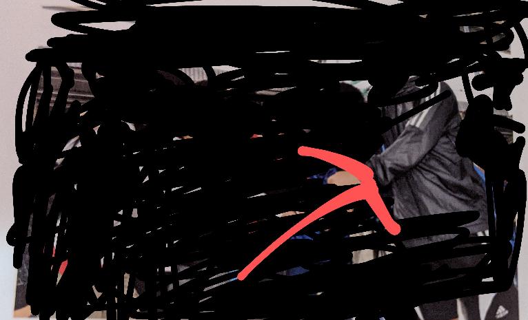 本当にで分かりにくいのですが赤矢印は身長何センチに見えますか?