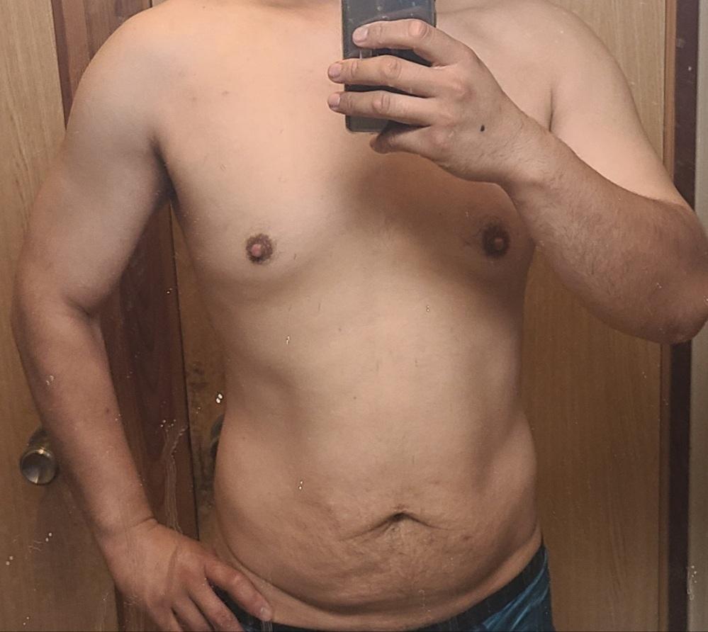 体脂肪16%なのにお腹がだらしないです 体脂肪率16%で除脂肪体重62キロで体重77キロだとこんなものなんでしょうか? 15%になると腹筋が割れて見えるようになると聞きましたが…たった1%しか違わないのに腹筋が割れる気配がありません 毎日2万歩ほど歩いて消費カロリーを上回らないように食事してるんですが… 水泳をしたり歩く距離を増やしたり腹筋を集中してやるべきでしょうか?