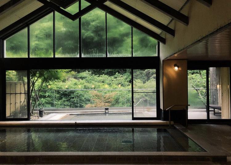 箱根の旅館で、以前SNSで気になった旅館をスクリーンショットしていたのですが その旅館の名前を忘れてしまい、どなたかお分かりになる方はいらっしゃいますでしょうか よろしくお願いします