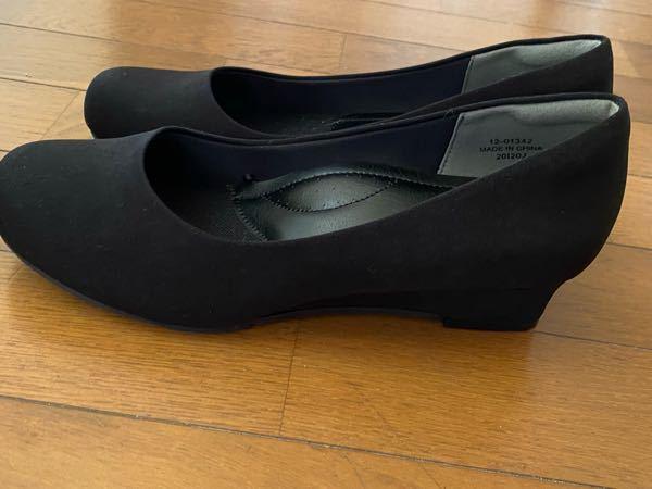 至急!! この写真のような靴をお葬式で履くのはNGですか?? ウェッジソールがNGだとインターネットで見たのですが、やはり常識のないものだと思われるでしょうか…?