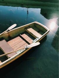 手漕ぎボート釣りをする時、 【失くしたら困るもの】 ・財布 ・車のキー ・スマホ  はどのようにしていますか。  上記のものは、ボート屋に預けていますか?