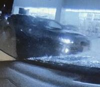 スーパーの駐車場で当て逃げをされました。 ドライブレコーダーに逃げた車が写っていたのですが、この車の車名が分かる方いらっしゃいますか?