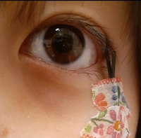アイプチや二重テープとかで癖付けするのとこれってどっちほうが瞼に優しく、癖がつきやすいですか?