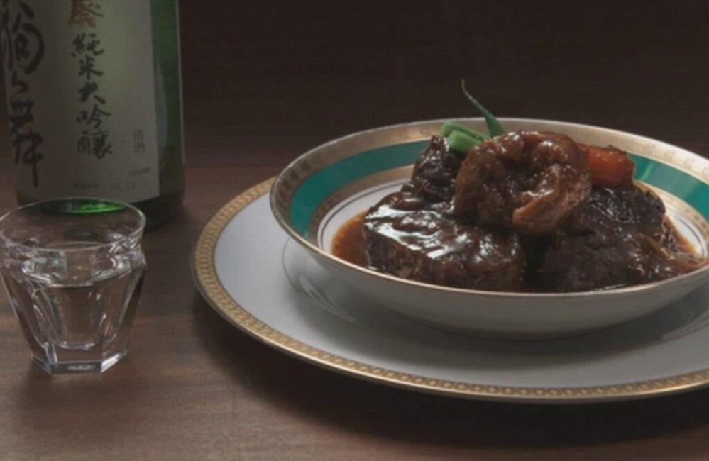 写真のビーフシチューが盛りつけてあるお皿のブランドを教えて下さい。 よろしくお願いします