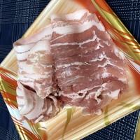 【豚肉】7/2に冷凍庫から冷蔵庫に移して解凍した豚肉です。 本日現在、色や匂いに変化はないのですが、まだ食べられますでしょうか。
